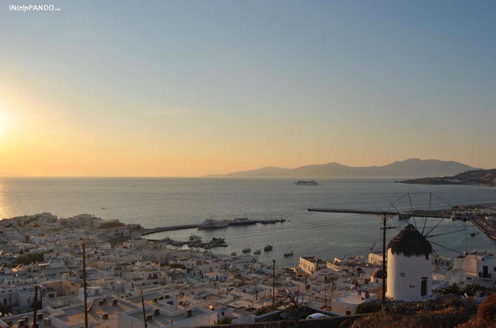 Tramonto sul mare a Mykonos